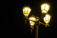Rocznik, tradycyjna sodium opary latarnia uliczna w Algarve, Portugalia obraz royalty free