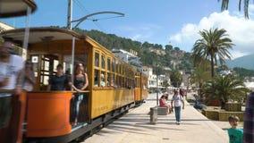 Rocznik tramwajowe przeja?d?ki wzd?u? turystycznego wybrze?a Portowy De Soller, Mallorca zdjęcie wideo