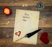 Rocznik walentynki dnia karta z czerwonym cuddle sercem, drewnianymi dekoracje, malujący jeleń, czerwona świeczka, atrament i dut fotografia royalty free