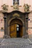 Rocznik wejściowa brama w Starym miasteczku Praga. Zdjęcie Stock