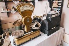 Rocznik złote waży skale zdjęcie stock