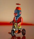 Rocznik zabawka - Małpuje nad trójkołowem obrazy royalty free