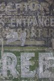 Rocznika ściana z cegieł zakłopotany tło obrazy royalty free