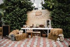 Rocznika ślubny wystrój bankiet strefa przygotowania beautifull dekoracja ręcznie robiony zdjęcia royalty free