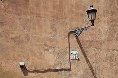 Rocznika światło na Szorstkiej ścianie Obraz Stock