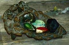 Rocznika żelazny ashtray z naturalnymi kopalinami ustawiać Obrazy Stock