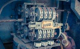 Rocznika analogowy nafciany metr pompa, cyfry machinalne nafciana pompa Zdjęcie Royalty Free