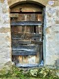 Rocznika antyczny drzwi, czas, historia, drewno, kamienie i mech, fotografia stock