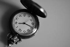 Rocznika antykwarski zegarek na łańcuchu Zdjęcie Royalty Free