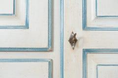 Rocznika armoire szczegół z kluczem i dekoracją Fotografia Stock