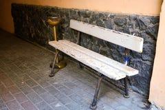 Rocznika ashtray i ławka Obrazy Royalty Free