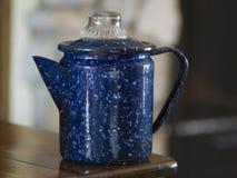 Rocznika błękitny cętkowany kawowy garnek Obrazy Royalty Free