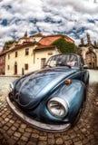 Rocznika błękitny samochód w parking Fotografia Stock