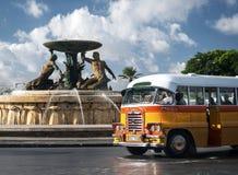 Rocznika Bedford brytyjscy autobusy na ulicie los angeles Valletta Malta Obrazy Stock