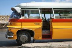 Rocznika Bedford brytyjscy autobusy na ulicie los angeles Valletta Malta Zdjęcie Royalty Free