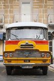 Rocznika Bedford brytyjscy autobusy na ulicie los angeles Valletta Malta Zdjęcie Stock