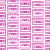 Rocznika bezszwowy wzór z analog muzycznymi kasetami 80s Loopable tło z magnesowymi taśmami dźwiękowa ilustracji