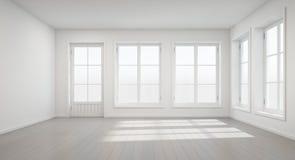 Rocznika biały pokój z drzwi i okno w nowym domu Obrazy Royalty Free