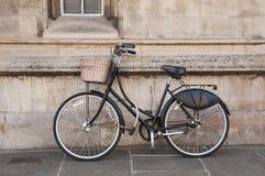 Rocznika bicykl przy Cambridge, UK. Zdjęcie Royalty Free
