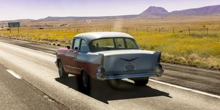 Rocznika 1957 Chevrolet historyczne przejażdżki przez dalekiego Teksas Lądują obrazy stock