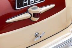 Rocznika chromu retro samochodowy tylni zderzak z taillamp w beżu i brązu kolorze, handmade z drewnem i chromem dla przywrócenia  zdjęcie royalty free