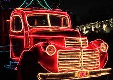 Rocznika Ciężarówka Dekorujący Wakacyjni Światła Zdjęcia Stock