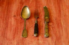 Rocznika cutlery na brown drewnianym tle obrazy royalty free