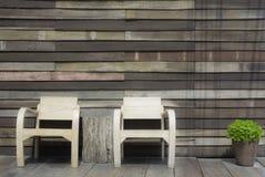 Rocznika czekania siedzenia drewniany środowisko Obrazy Stock