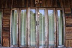 Rocznika door/Drewniana ściana i fotografia stock