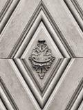Rocznika doorknob na antykwarskim drzwi Fotografia Royalty Free