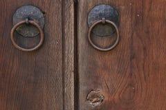 Rocznika drewniany drzwi, zamyka w górę pojęcie fotografii Ochrona, metal fotografia stock