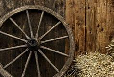Rocznika drewniany kareciany koło Fotografia Stock