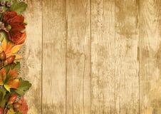 Rocznika drewniany tło z jesieni dekoracjami Zdjęcie Royalty Free
