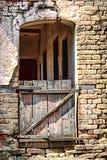 Rocznika drzwi na zaniechanym domu Zdjęcie Royalty Free