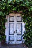 Rocznika drzwi przy morzem Obrazy Stock