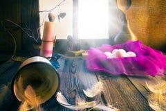 Rocznika Easter dekoraci jajek świeczka wiejska zdjęcia royalty free