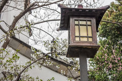Rocznika elektryczny drewniany streetlamp Zdjęcie Stock