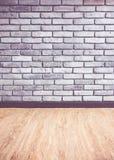 Rocznika filtr: Pusta wewnętrzna perspektywa z popielatym ściana z cegieł obraz stock