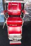 Rocznika fryzjera męskiego czerwony krzesło Obraz Royalty Free