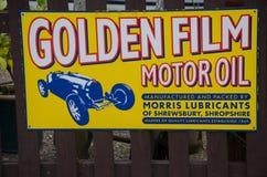 Rocznika Goldenfilm motorowego oleju ogłoszenie zdjęcia royalty free