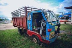 Rocznika gospodarstwa rolnego ciężarówka zdjęcie royalty free