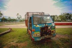 Rocznika gospodarstwa rolnego ciężarówka zdjęcia royalty free