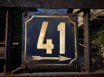Rocznika grunge kwadrata metalu ośniedziały talerz liczba uliczny adres Obraz Stock