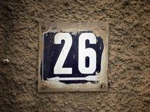 Rocznika grunge kwadrata metalu ośniedziały talerz liczba uliczny adres z liczbą Obraz Stock