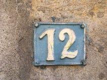 Rocznika grunge kwadrata metalu ośniedziały talerz liczba uliczny adres z liczbą Zdjęcie Stock