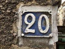 Rocznika grunge kwadrata metalu ośniedziały talerz liczba uliczny adres z liczbą Obrazy Stock