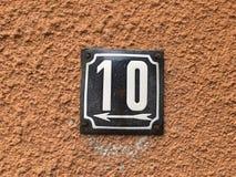 Rocznika grunge kwadrata metalu ośniedziały talerz liczba uliczny adres z liczbą Zdjęcie Royalty Free