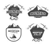 Rocznika halny camping, mountaineering wektorowi emblematy, etykietki, odznaki, logowie ustawiający royalty ilustracja