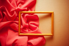 Rocznika jaskrawy tło z czerwoną draperią fotografia stock