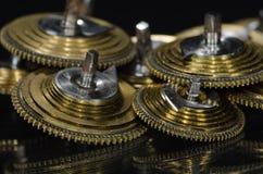Rocznika Kieszeniowego zegarka Fusee Konusuje Odpoczywać na Czarnej powierzchni Zdjęcie Stock